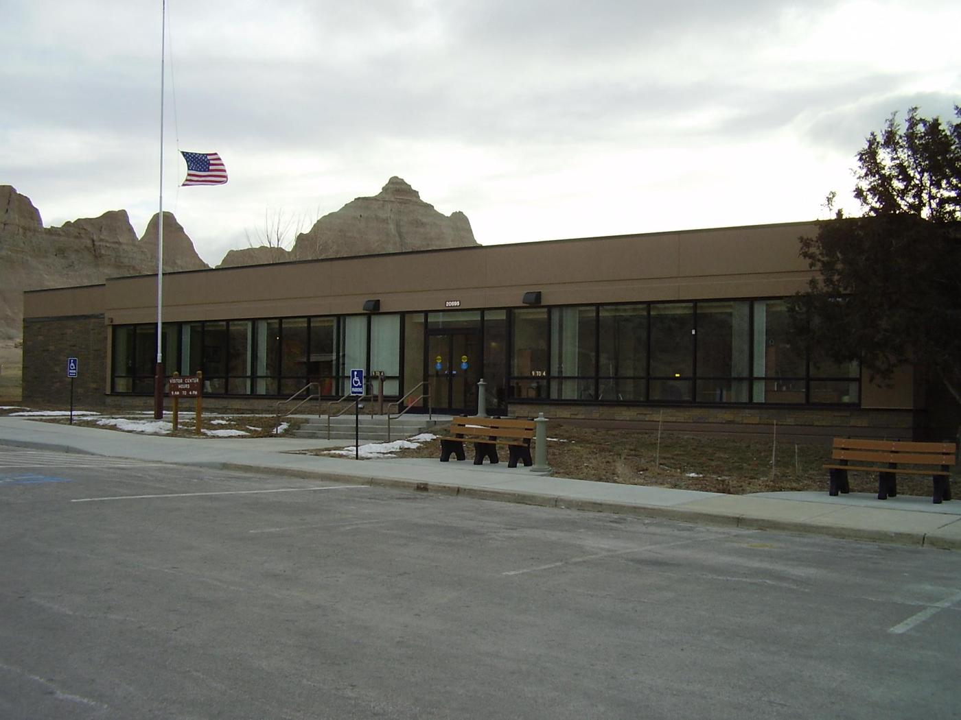 Ben Reifel Visitor Center 004The parking lot at the visitor center can accommodate most vehicles and has a large vehicle area.