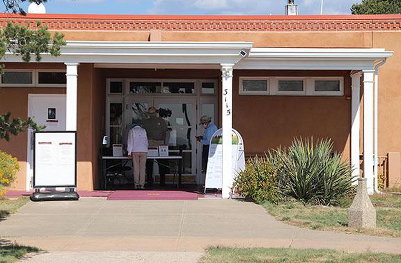 Fort Union Visitor CenterA park ranger provides orientation to visitors at the Fort Union visitor center.