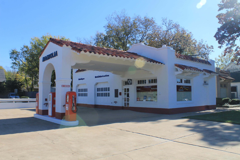 Magnolia Mobil Gas StationThe Magnolia Mobil Gas Station, the de facto media headquarters during the 1957 desegregation crisis.