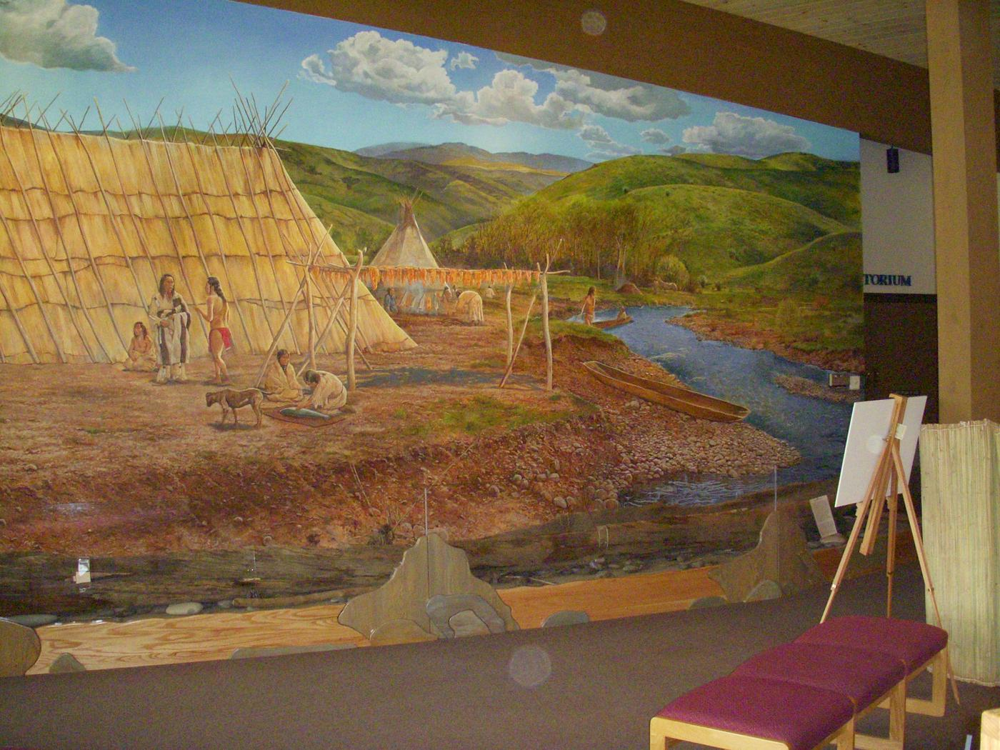 MuralThe mural in the visitor center shows what life was like for the Nez Perce who lived here hundreds of years ago.