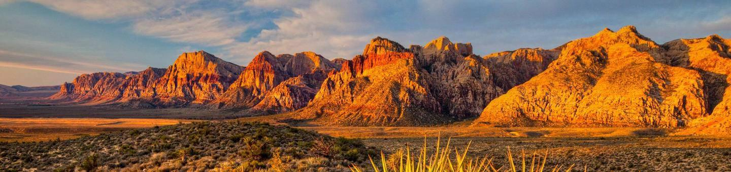 Red Rock Canyon National Conservation Area glows in the sunset.Sunset at Red Rock Canyon National Conservation Area.