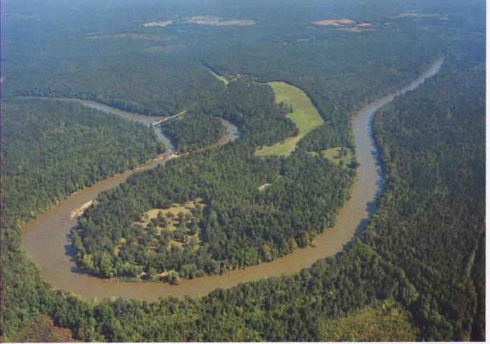 "Horseshoe BendAerial view of what Creek Indians called the ""horses flat foot"" shows the bend in the river that is the park's namesake."