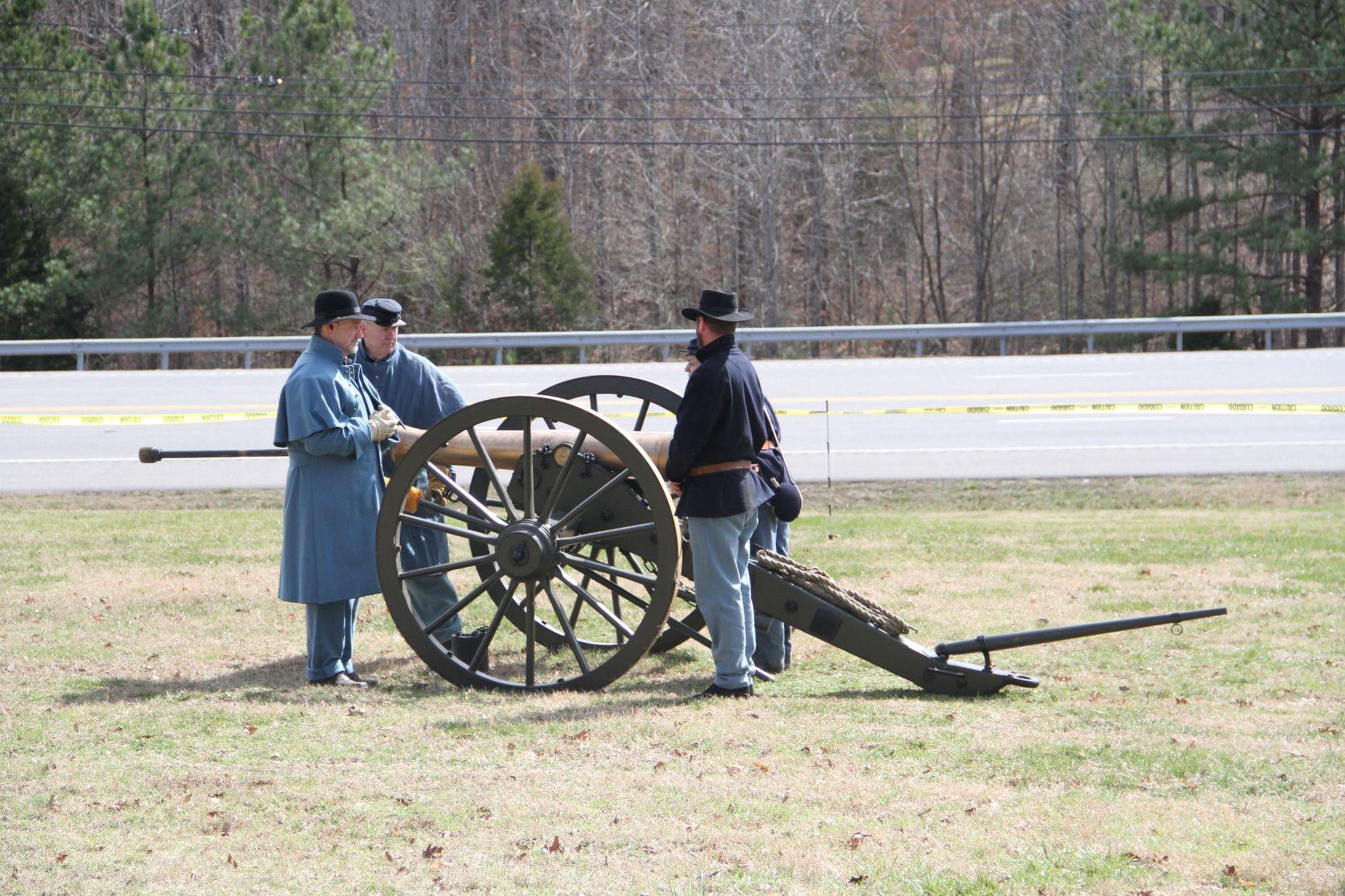 Volunteer Cannon DemonstrationVolunteers demonstrate Field Artillery at Fort Donelson NB
