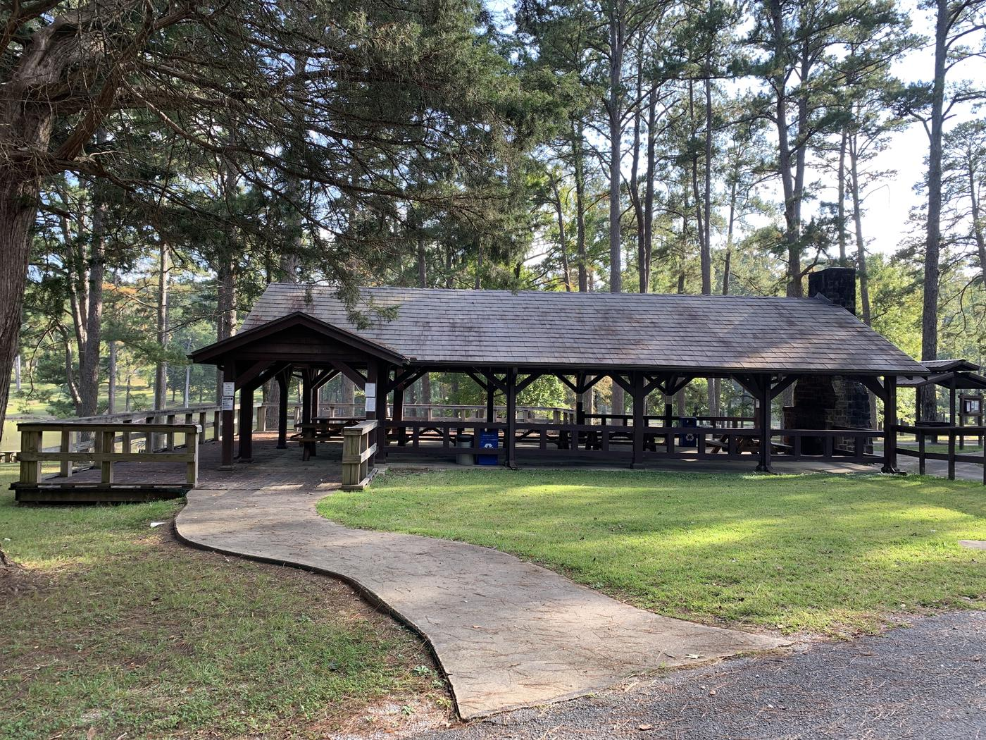 Large pavilionThe large pavilion at Choctaw Lake.