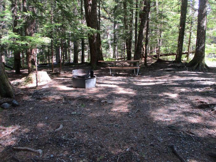 Picnic table, Fire ring, tent