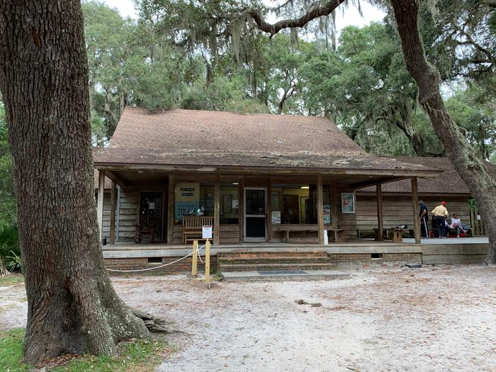 Sea Camp Ranger Station FrontStop into the Sea Camp ranger station for a map and to ask any questions you may have.