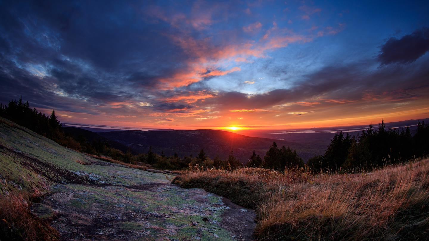 Sunset atop Cadillac MountainAs the tallest point on the eastern seaboard Cadillac Mountain provides fantastic viewpoints.