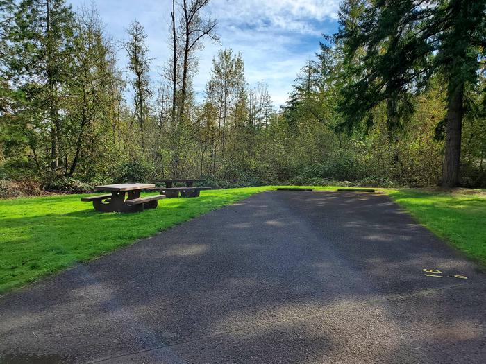 Site 16D driveway and picnic areaSite 16D