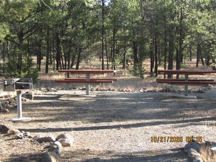 Connected picnic areas accessible to RV areas.Connected picnic sites.