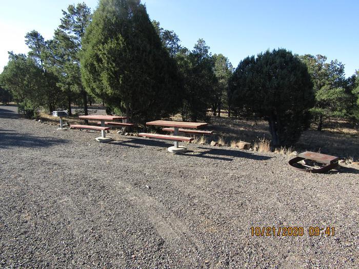 Big picnic areas accessible to RV sitesBig picnic areas.