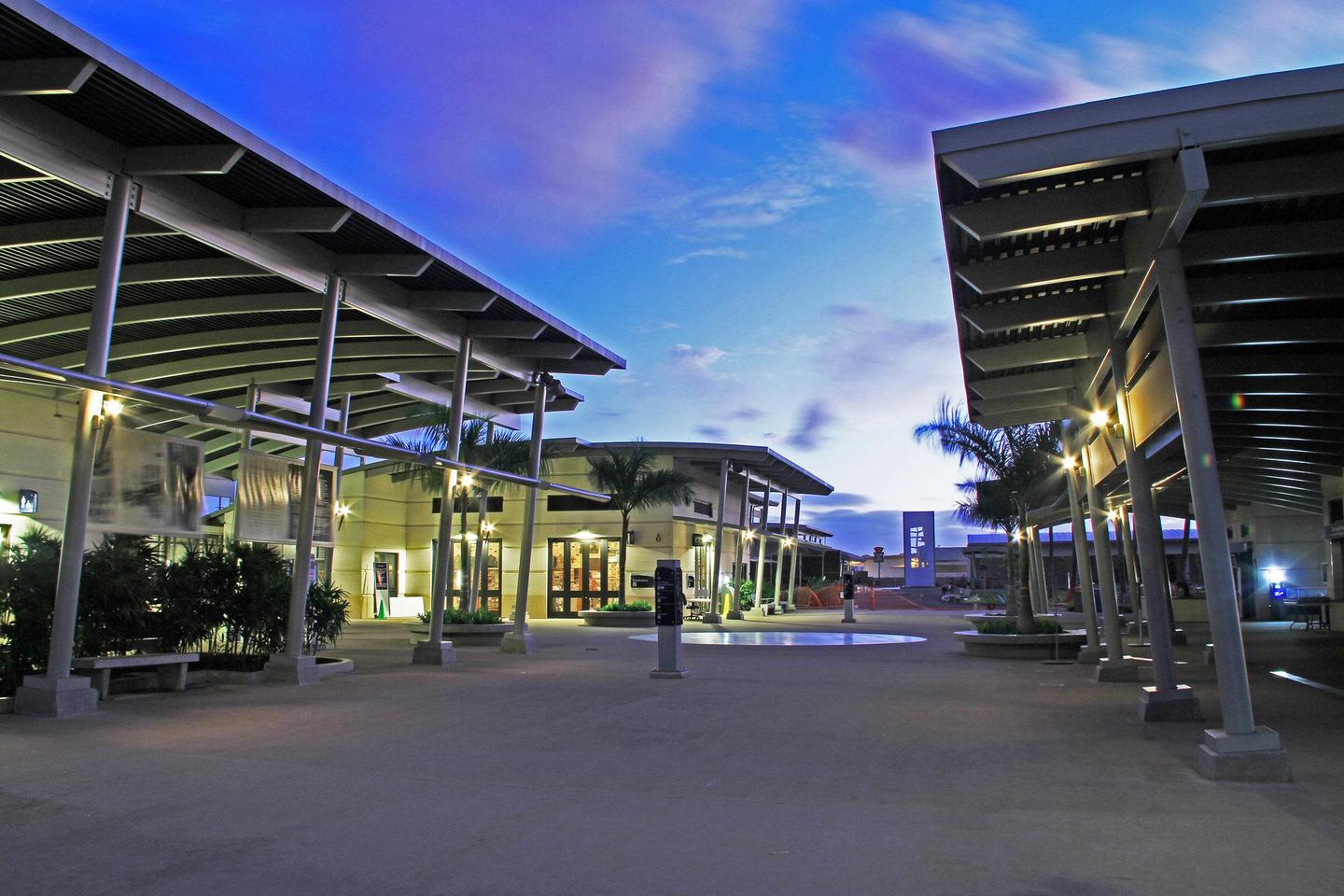 Pearl Harbor Visitor CenterPearl Harbor welcomes approximately 4,000 visitors a day from around the world.