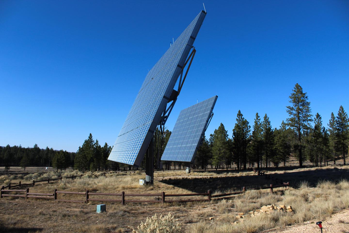 Visitor Center Solar Photovoltaic ArraysThe park's Concentrating Solar Photovoltaic (CPV) array generates around 400,000 kilowatt hours a year. The two 70' x 50' tracking generators are located along the Shared Use Path near the Visitor Center.