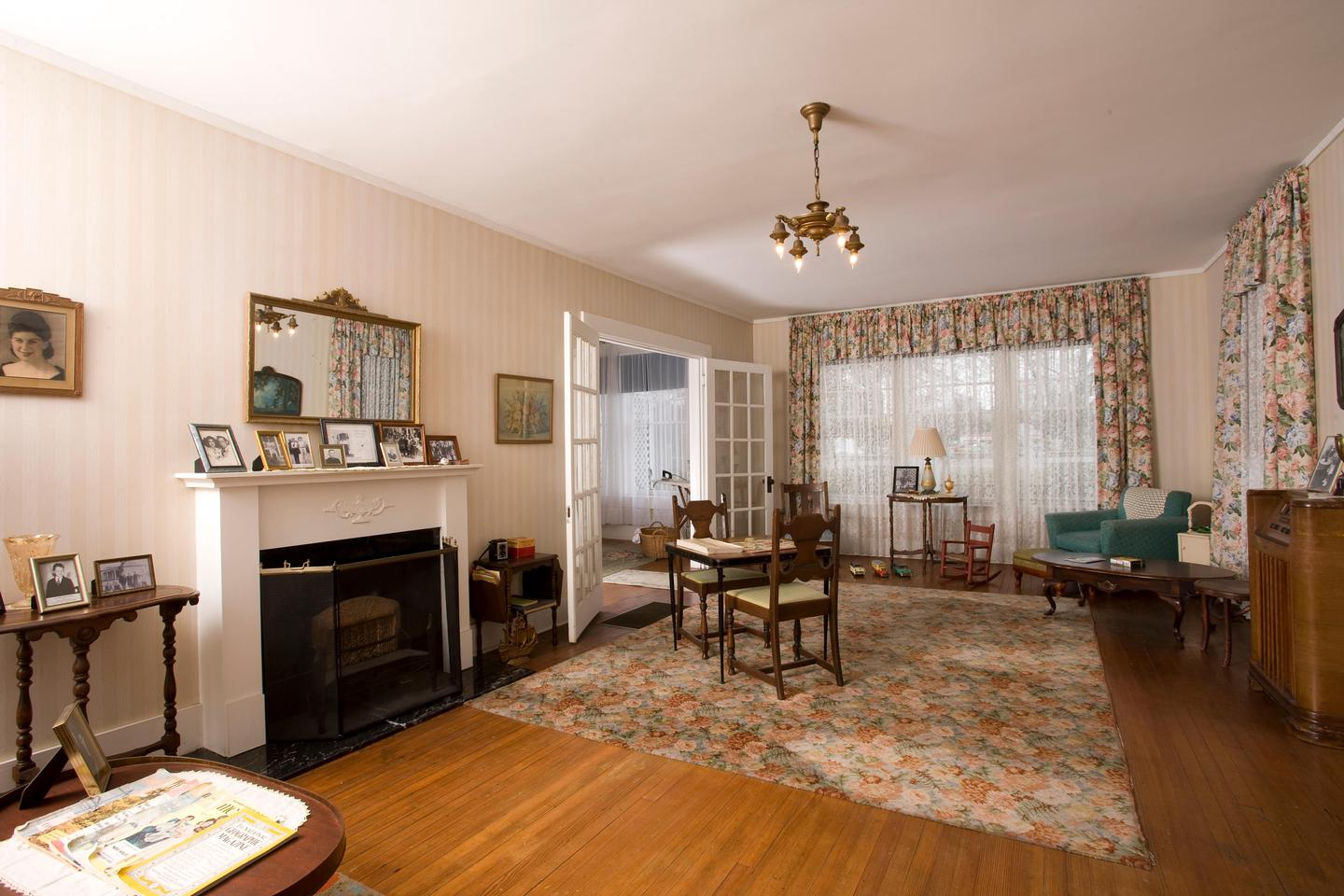The living room inside the Clinton Birthplace Home