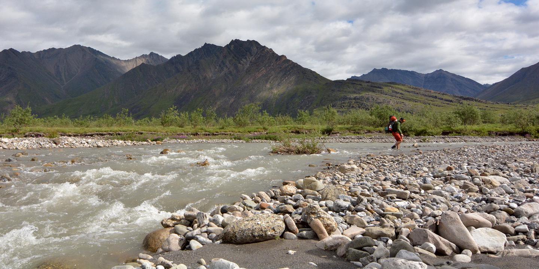 Entering Oolah ValleyA hiker crosses a stream and enters Oolah Valley.