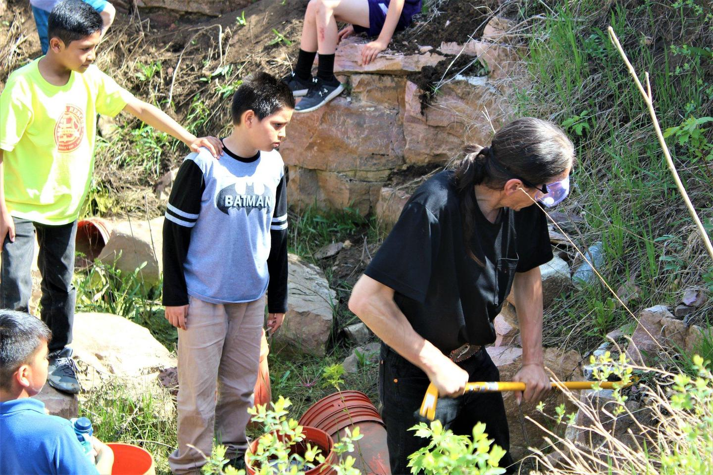 Teaching the Next GenerationQuarrier and carver Francis Eastman teaches Indigenous youth how to quarry