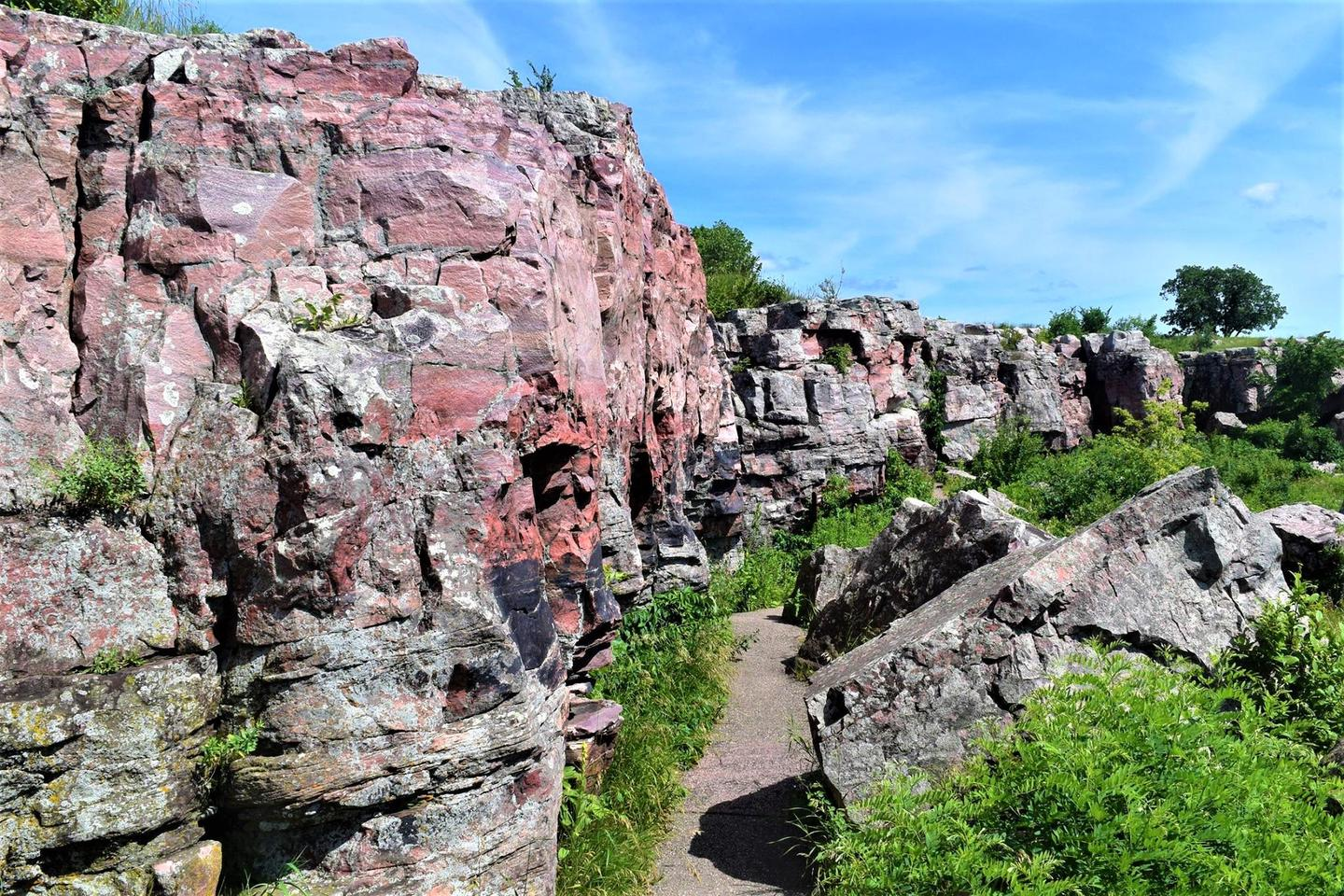 Sioux Quartzite CliffsThe outcroppings along the trail are a surprise to many visitors expecting a flat prairie