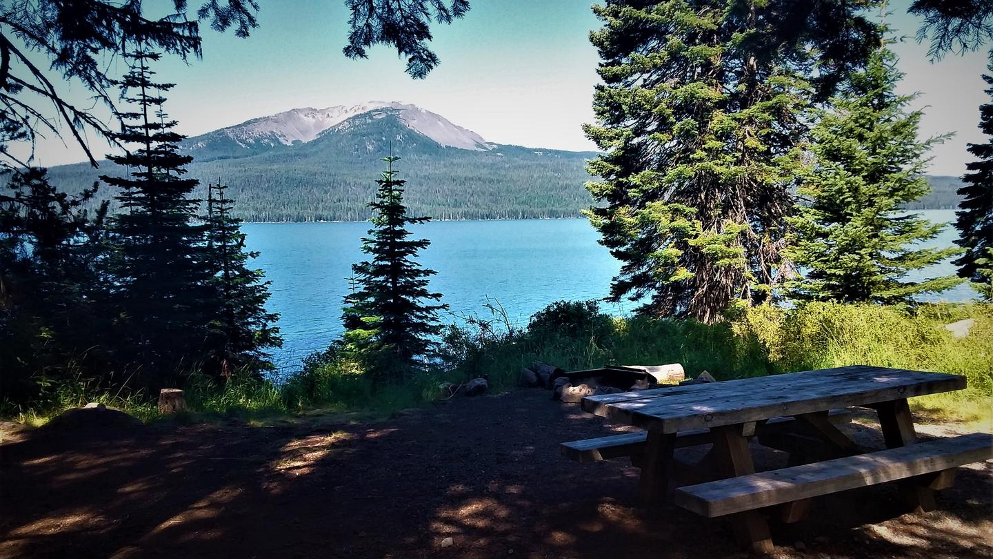 Campsite overlooking Mount Bailey at Diamond Lake Campground, Umpqua National Forest