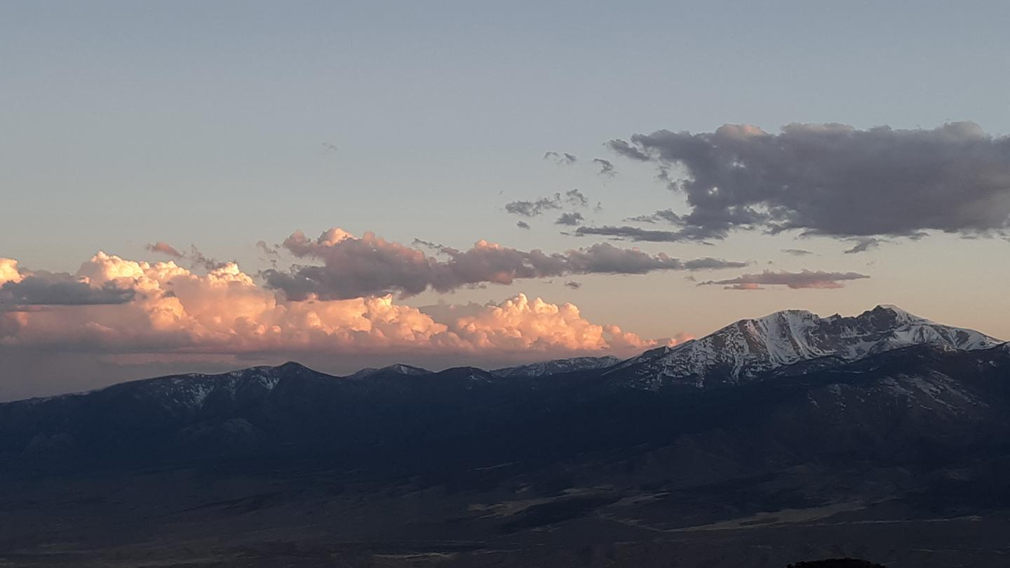 Snow-covered Doso Doyabi and Wheeler Peak with pink clouds at sunset.Doso Doyabi and Wheeler Peak at sunset.