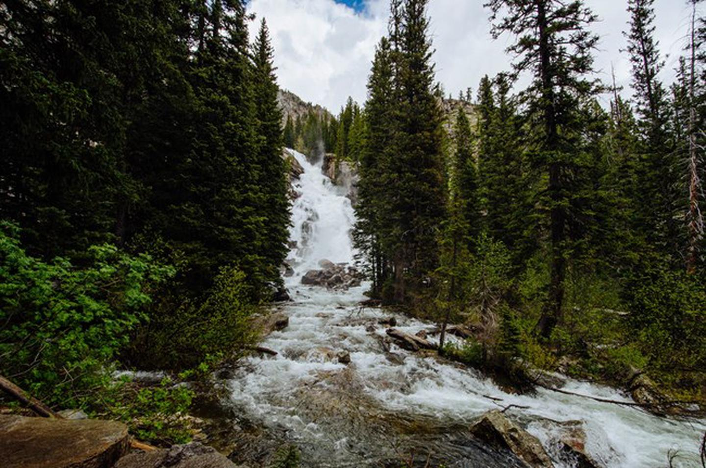 Hidden FallsSeveral popular trails begin at Jenny Lake. Hikers can loop the lake, visit Hidden Falls and Inspiration Point, or travel into the backcountry via Cascade Canyon. Longer and more challenging trails like Lake Solitude and Hurricane Pass are also accessible from this area.