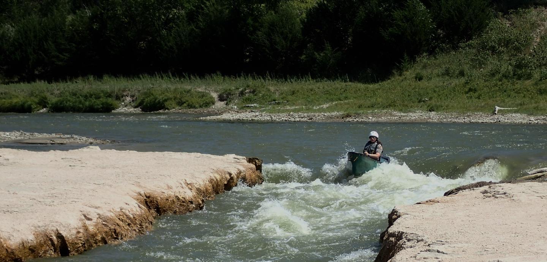 Egelhoffs Rapids on the Niobrara NSRAn experienced canoer takes on the Class II Egelhoffs Rapids along the Niobrara National Scenic River.