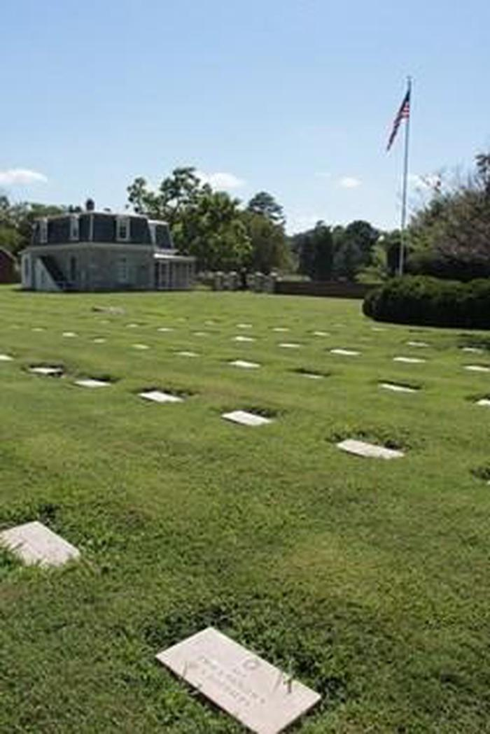 Yorktown National CemeteryThis site was selected in 1866 as a good cemetery location in the general vicinity of various Civil War battlefields and scenes of action related particularly to the Peninsular Campaign of 1862