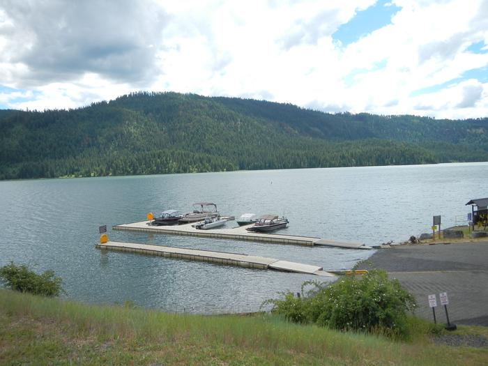 Dent Acres boat ramp and courtesy docksDent Acres boat ramp