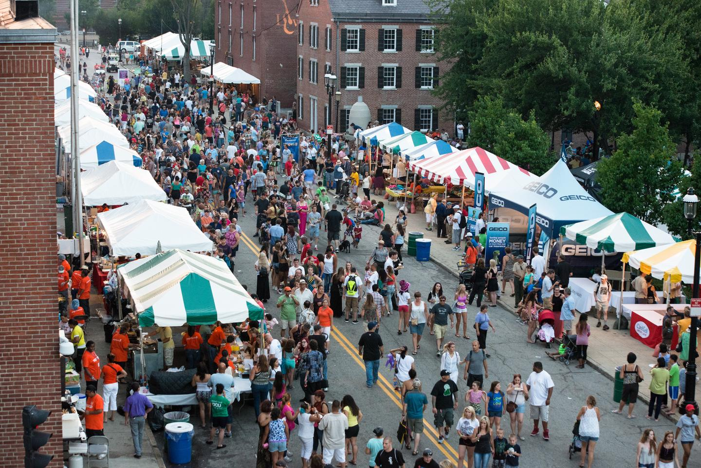 Lowell Folk FestivalThe Lowell Folk Festival, Lowell's signature annual event, brings traditional folk performers to 5 stages throughout the city and a huge variety of traditional ethnic foods from all around the world.