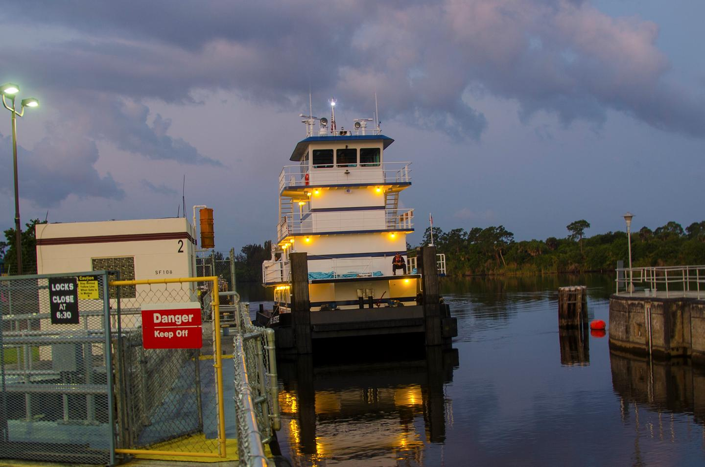 Tugboat entering St Lucie Lock