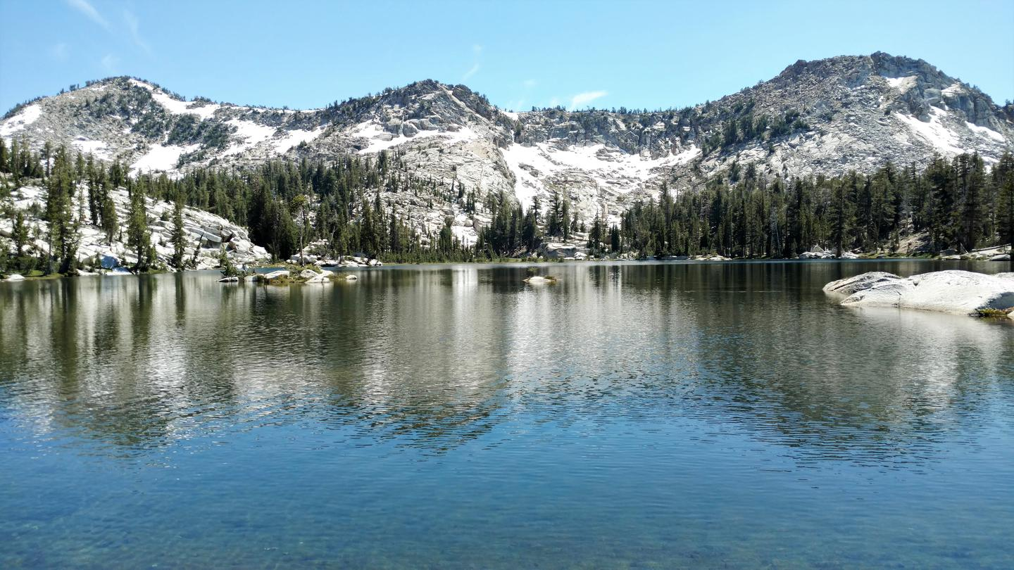 An alpine lake in Dinkey Lakes Wilderness.Dinkey Lakes Wilderness, Sierra National Forest