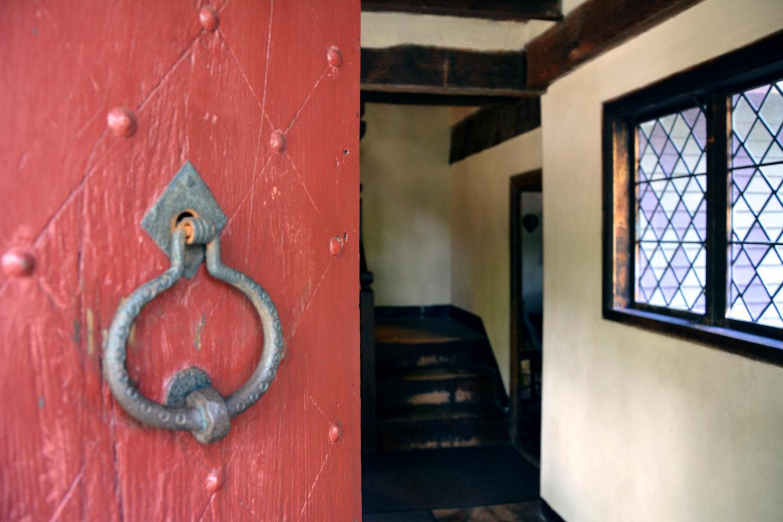 Front DoorStep inside to explore Broadhearth