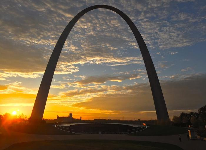 Sunrise at the Gateway Arch