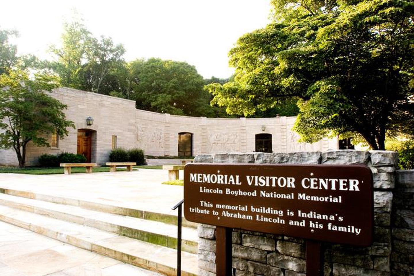 Memorial Visitor CenterMemorial Building contains memorial halls to remember Abraham Lincoln and his family.