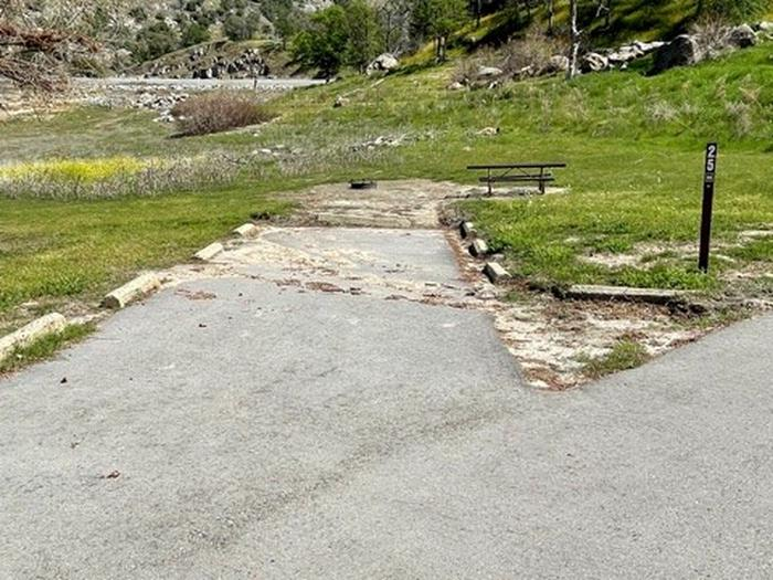 Short driveway for site 25.Short driveway for campsite 25. Two small vehicles or one small camping unit. Approx 26'