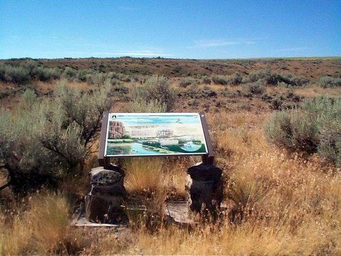 Interpretive panel along trail accessed at Govan Recreation Site.View of an interpretive panel along trail accessed at Govan Recreation Site in Washington State.