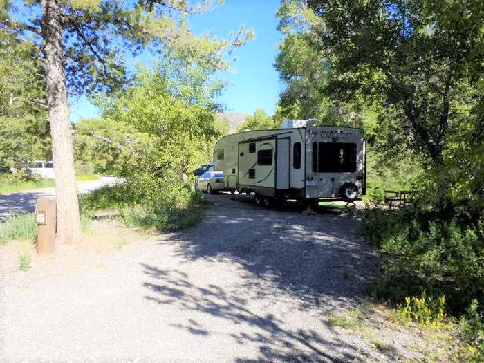 Wapiti Campsite 14 - Front View with RV in Parking Area
