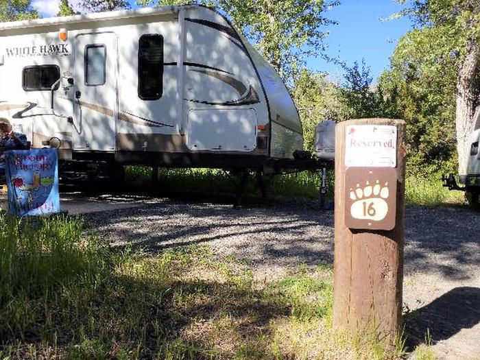 Wapiti Campsite 16 - Post with Parked RV