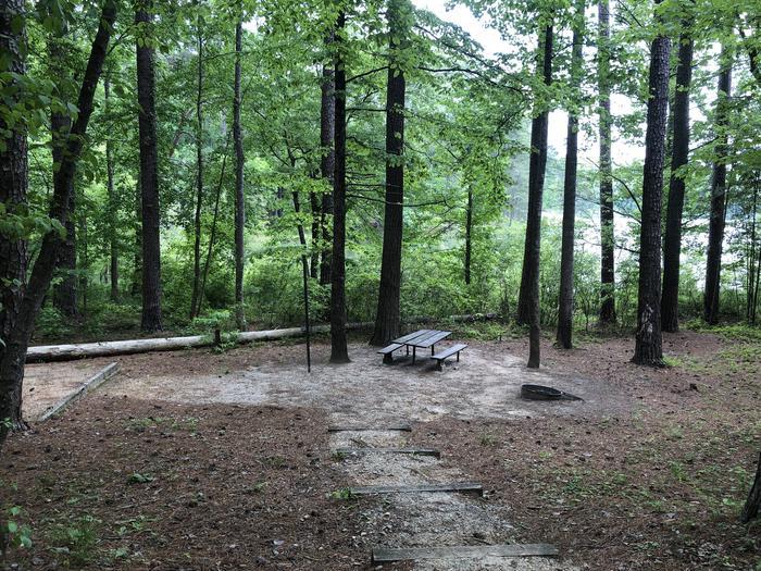 Large walk in lakeside primitive site