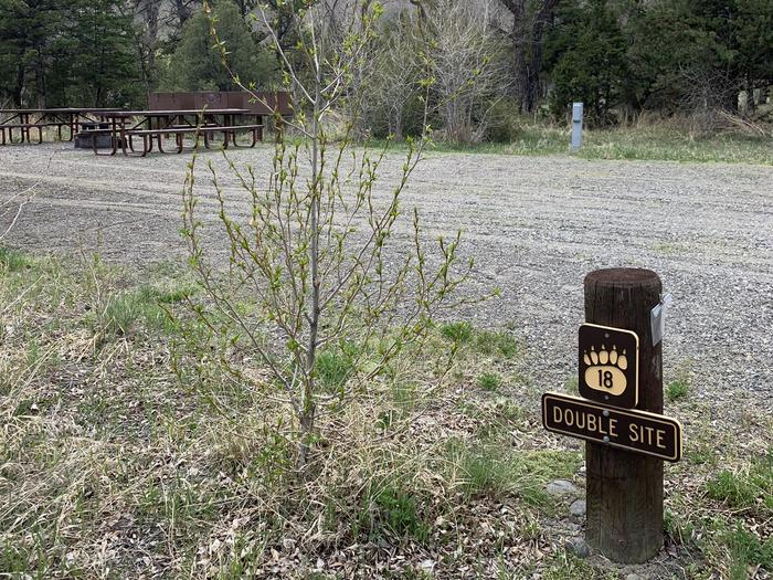 Wapiti Campsite 18 - Post, double site, picnic area in backgroundWapiti Campsite 18 - Post