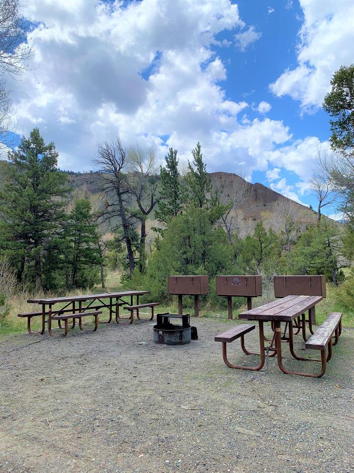 Wapiti Campsite 18 - picnic area_ gravel drive, picnic area in background_view 2Wapiti Campsite 18 - Picnic Area View 2