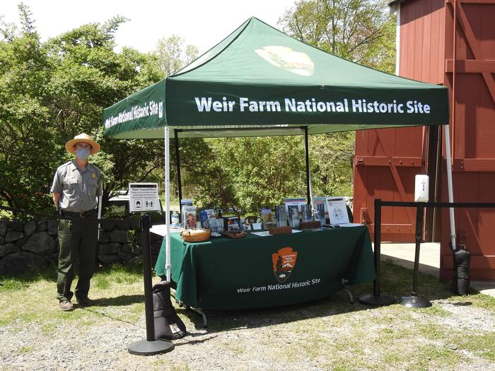 Temporary Outdoor Visitor CenterStop by and chat with a Park Ranger, grab a park map, or earn your Junior Ranger badge.