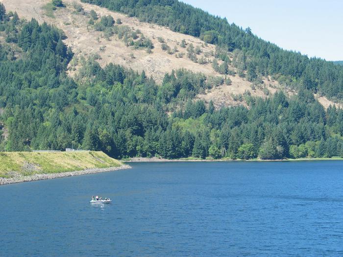 Boat on lake Boat on Dorena Lake