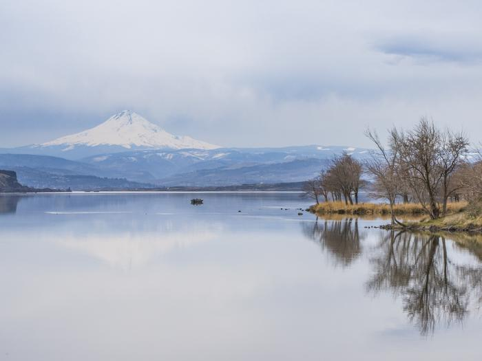 Mt hood from Lake CeliloLake Celilo and The Dalles Lock and Dam