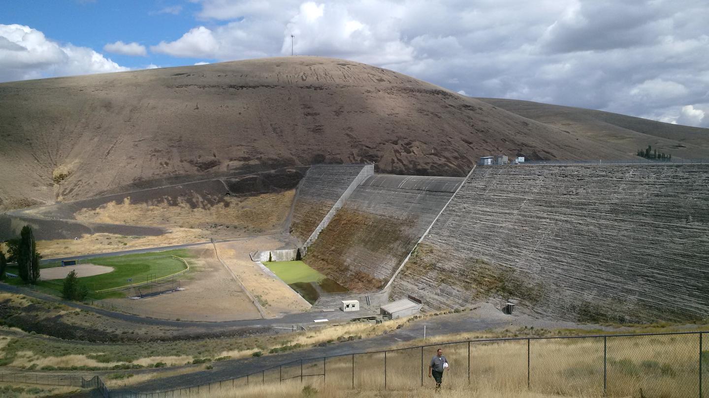 Large concrete dam at Willow CreekWillow Creek Dam near Heppner, OR