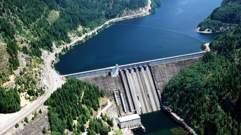 Detroit Lake dam aerial viewDetroit Lake aerial