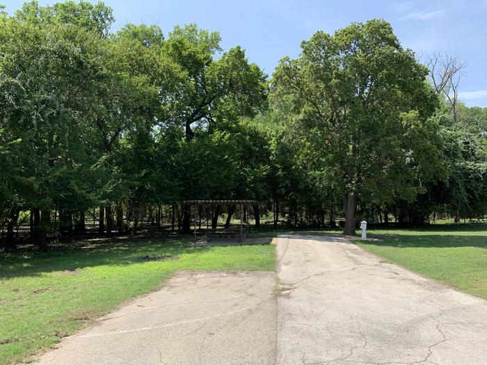 A photo of Site 009 of Loop PPAT at Holiday (Texas) with Picnic Table, Electricity Hookup, Water Hookup