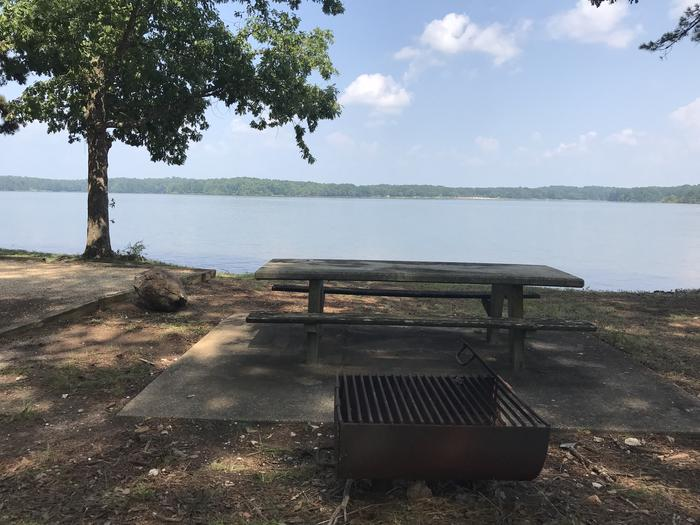 A photo of Site RD-07 of Loop LOOM at Holiday (Georgia) with Picnic Table, Waterfront