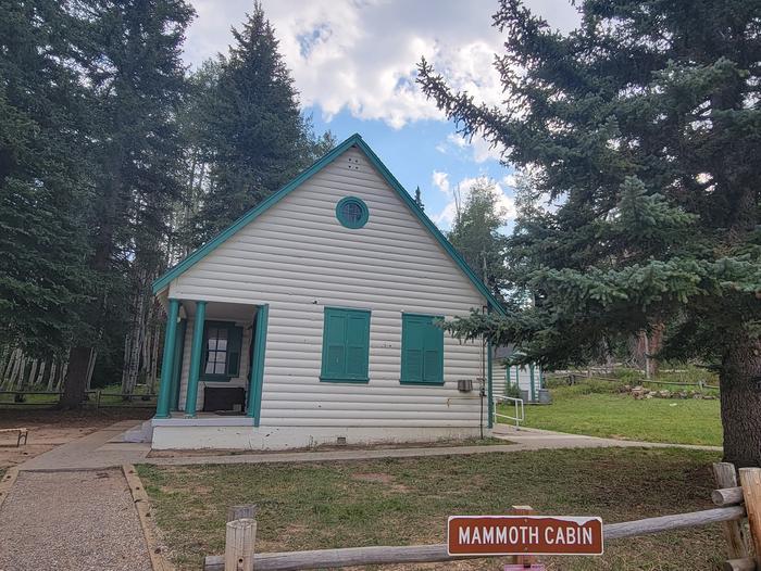 Mammoth Guard Station - Cabin