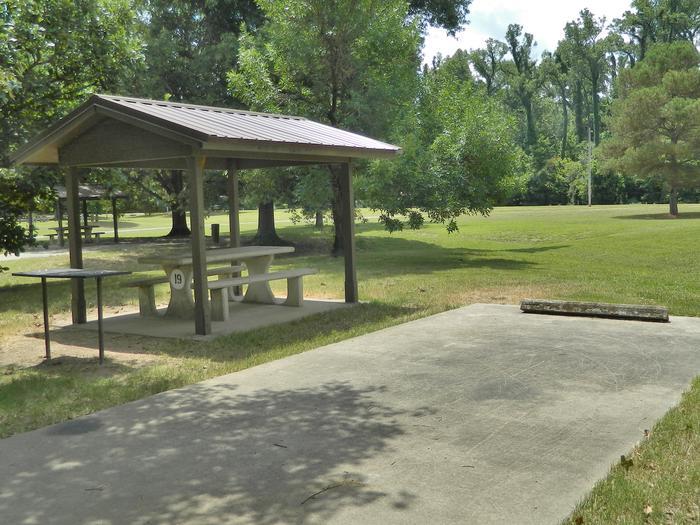 Wilbur D. Mills 19 Overview100 yards to Shower/Restroom. 300 yards to Wilbur Mills Boat Ramp. 300 yards to Arkansas River Shoreline.