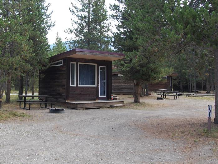 Camper Cabin 101, Exterior