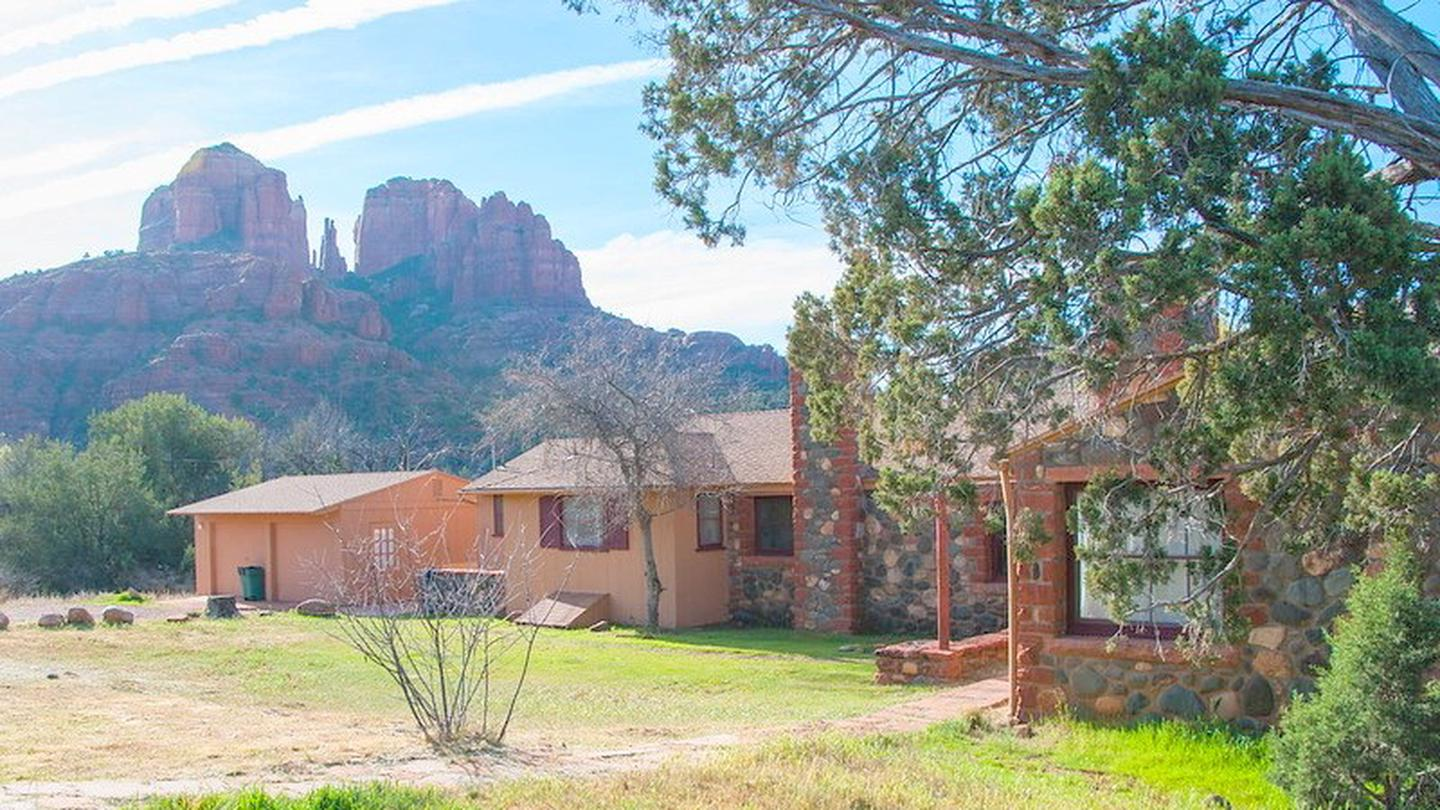 Crescent Moon RanchCrescent Moon Ranch and Cathedral Rock